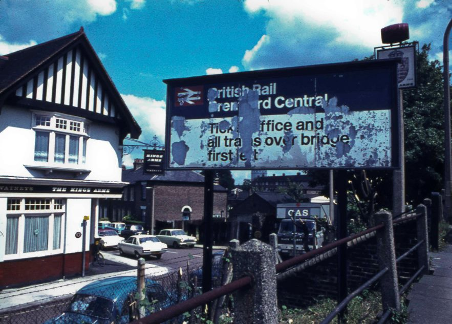 Brentford Central Station sign, Kings Arms