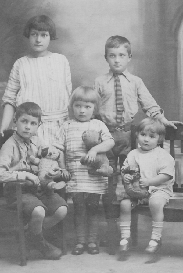 B/w studio photo of five Newman children