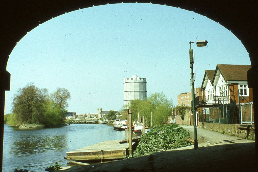 View through arch of Kew Bridge